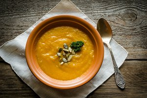 Spicy pumpkin soup with pumpkin seed