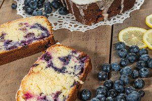 Blueberry lemon cake with slices