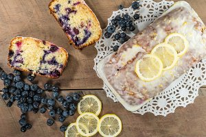 Blueberry lemon cake with lemons
