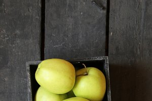 vegan food idea, green apples on a table and tag