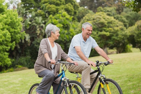 Senior couple on cycle ride in coun…