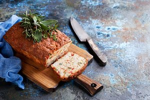 Savoury loaf cake with cheese, peppers and chicken ham