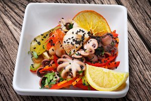 Salad with octopus and prawn.