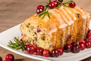 Cranberry walnut dessert