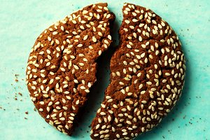 Chocolate cookies with sesame