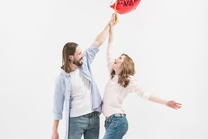 Couple with bundle of balloons