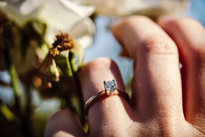 Wedding diamond ring with flowers