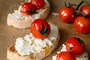 Bruschetta with tomato and cheese