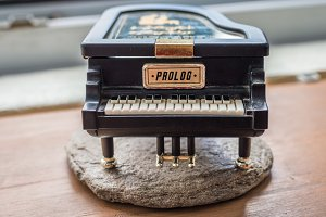 Black piano music box