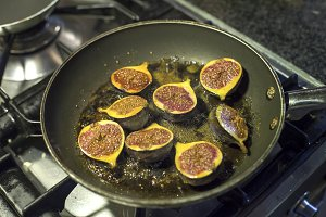 Caramalizing figs