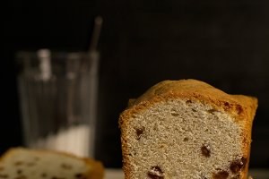 banana bread with raisins