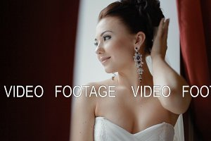 Happy bride pose to photographer indoor
