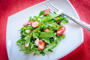 Salad rocket with fresh strawberries