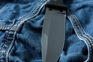 Fixed knife. Vertical position.