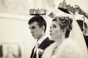 Bride looks up on the crown