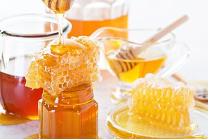 Various types of honey and honeycomb