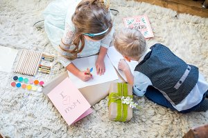 Kids preparing gift for Mother's day