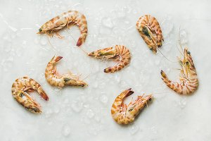 Raw tiger prawns on chipped ice