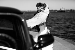 A look on a stunning wedding couple