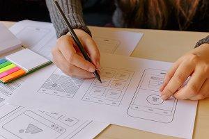 Designer wireframing a mobile App