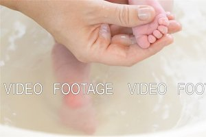 massage of child's foot