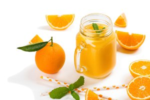 Smoothie and slices of orange fruit.