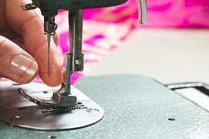 Seamstress threading sewing machine