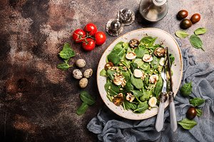 Green salad with spinach