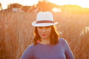 Brunette woman with white hat