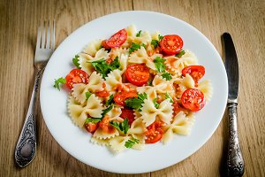 Farfalle pasta with cherry tomatoes