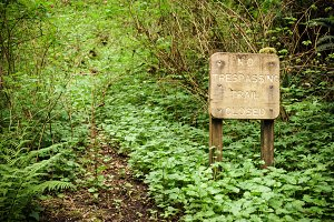 no tresspassing trail sign