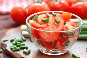 Fresh salad with tomatoes and spring onion