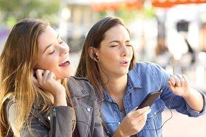 friends listening to music