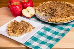 Apple crumb top pie