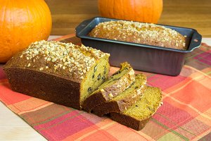Pumpkin bread with pumpkins