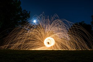 Lightpainting flying sparks