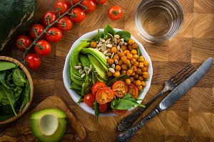 Vegeterian buddha bowl - balanced meat with spinach, chicken pea and avocado