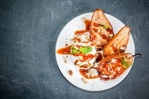 Grilled pears with ice cream