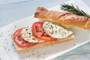 Sandwich with mozarella