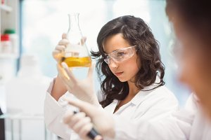 Science students working in the laboratory