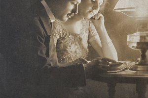 Loving couple in 1912