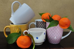 Fresh mandarins and different cups