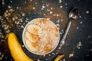 Banana smoothie with oatmeal
