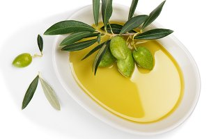Bowl with olive oil.