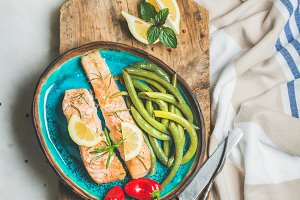 Roasted salmon fillet with lemon