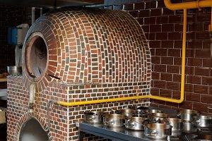 Vertical gas heated tandoor oven