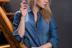 Blonde with a cigarette in the Studi