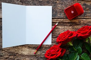 red roses and greeting card mockup