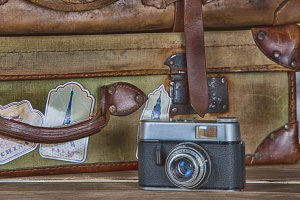 Vintage photo camera and suitcase