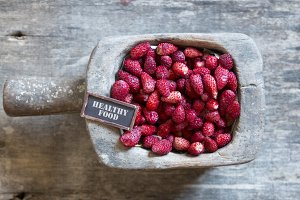 healthy food vintage tag, strawberry and a tag on wooden table